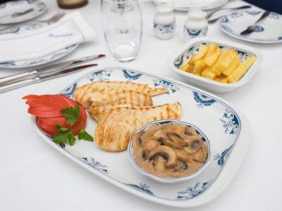 Peito de Frango com Cogumelos restaurante escondidinho porto pratos tipicos portugueses luxo requintado elites impact transition